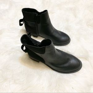 torrid Shoes - NWOT Torrid Mixes Fabric Bow Back Booties